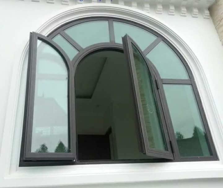 Cửa nhôm kính có ưu điểm dễ tìm kiếm, nhiều kiểu dáng đa dạng