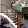 Lan can cầu thang kính bằng gỗ được ứng dụng trong nhiều không gian khác nhau