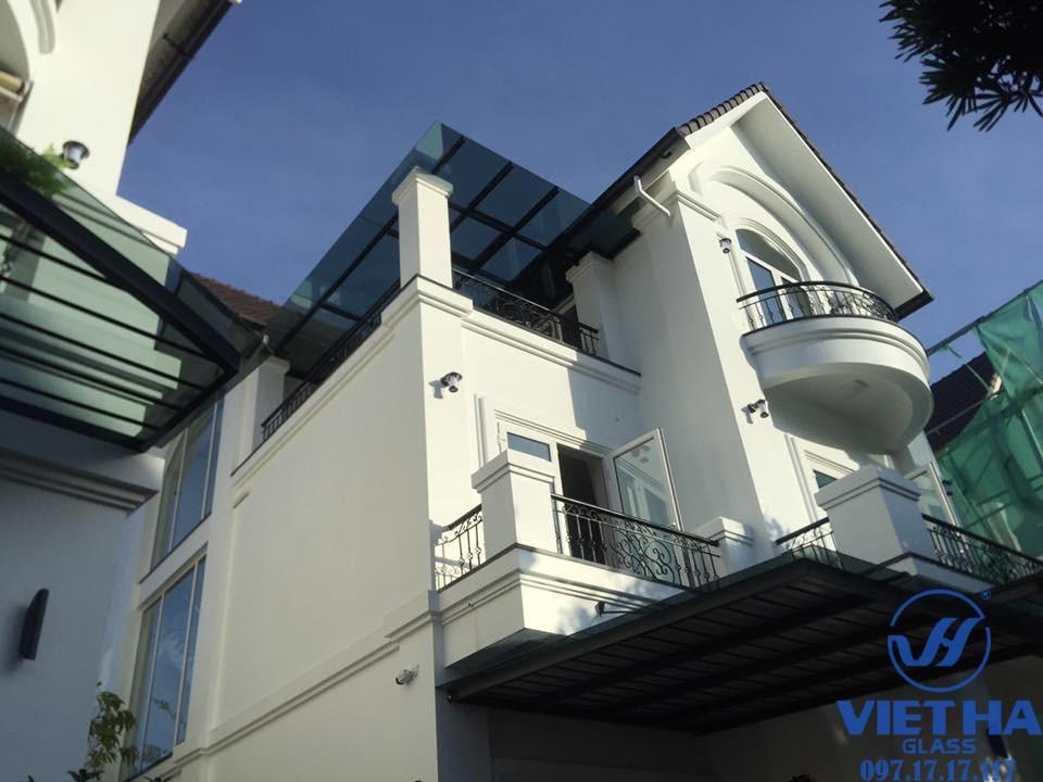 Cửa sổ mở quay được thi công bởi Việt Hà Glass